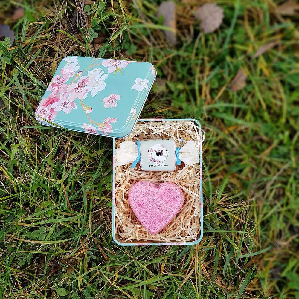 Dárkový květinový box - milované mamince