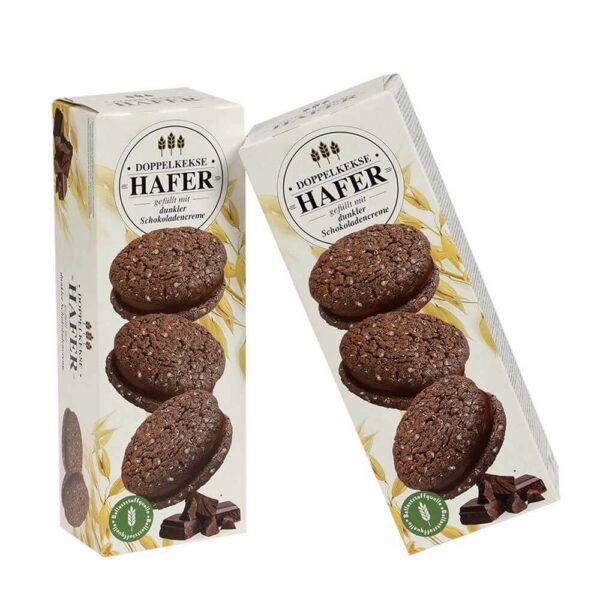 Kakaové sušenky s krémem z tmavé čokolády.